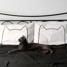 猫と一緒にお昼寝したくなる、猫シルエットの枕カバー « 猫ジャーナル