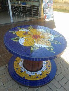 Best 12 table mosaic on wood Mosaic Tile Art, Mosaic Artwork, Mosaic Diy, Mosaic Garden, Mosaic Crafts, Mosaic Projects, Mosaic Glass, Wood Projects, Diy Cable Spool Table