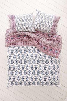 Housse de couette à motifs contrastants Sofia Plum & Bow - Urban Outfitters
