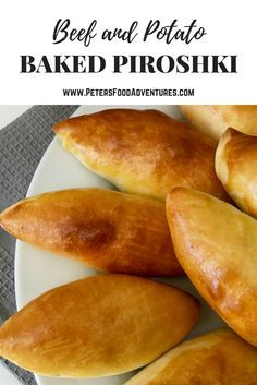 East European pastry recipe, alternative to the lunchtime pie or pastie. Baked Piroshki - stuffed with Potato & Beef - A healthier version of a Russian classic (Пирожки в духовке с картошкой) Ukrainian Recipes, Russian Recipes, Potato Piroshki Recipe, Piroshky Recipe, Plats Ramadan, Ramadan Food, Beef Recipes, Cooking Recipes, Curry Recipes
