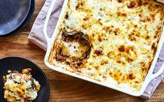 Mousse à quoi? Moussaka végétarienne. Un classique méditerranéen à base d'agneau, ici en version végé simplifiée! Healthy Eating Tips, Healthy Nutrition, Veggie Moussaka, Veggie Recipes, Vegetarian Recipes, Veggie Food, Canned Blueberries, Vegan Scones, Caesar Pasta Salads