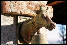 Campana - photographic processing (301) - elaborazione fotografica di una campana ( o campanaccio) posto all'ingresso di una casa sulla collina