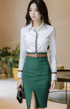 Striped Turndown Collar Blouse With Slit Pencil Skirt - Durch den Busen geformt - Best Skirt Pencil Skirt Casual, Pencil Skirt Outfits, Pencil Skirts, Pencil Dresses, Pencil Skirt Work, Classy Work Outfits, Office Outfits, Fly Dressing, Elegantes Outfit