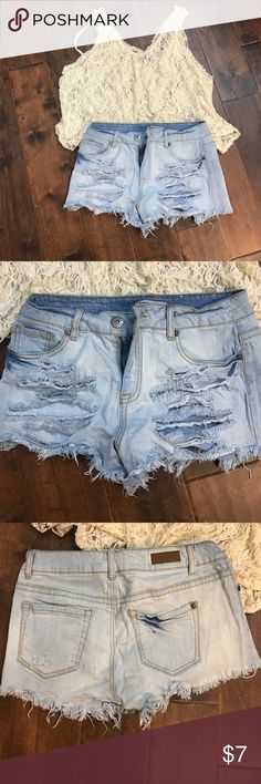Distressed Jean Short Distressed jean shorts that go great with any top! Great condition! Shorts Jean Shorts
