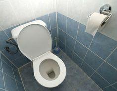 Responda ao quiz e descubra em quais situações é seguro secar as mãos ou usar o sabonete do banheiro coletivo.