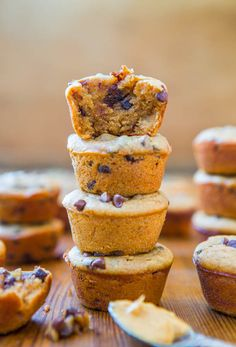 Flourless Peanut Butter Chocolate Chip Mini Blender Muffins - gluten-free, grain-free, soy-free, dairy-free, oil-free, refined sugar-free, Paleo-friendly, under 100 calories each. Recipe at averiecooks.com