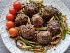 Guličky z mletého mäsa na cuketových rezancoch - recept Beef, Ethnic Recipes, Russian Recipes, Polish, Food, Enamel, Meal, Essen, Manicure