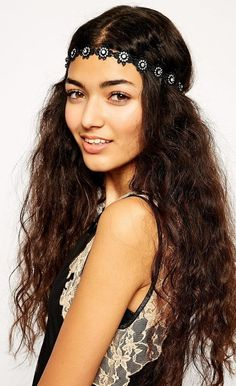 http://www.boomerinas.com/2012/12/13/hippie-hair-accessories-for-weddings-headbands-flowers-feathers-more/