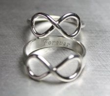 @Brittany Horton Horton Horton Anderson we need rings like this to match my bracelet :) bFF4EV