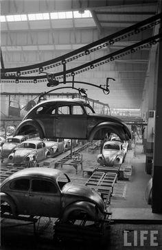LIFE reportagem sobre a fábrica da Volkswagen