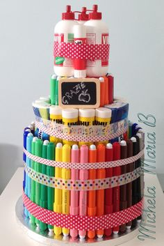 Torta regalo fine anno alle maestre. Teacher Appreciation Gifts, Teacher Gifts, School Supplies Cake, Diy And Crafts, Crafts For Kids, Mail Gifts, Presents For Teachers, Cake Craft, Art Party