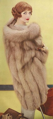 Vintage Coats October Vogue 1958 - Anne is wearing a coat made from a South African guanaco. Fur Vintage, Mode Vintage, Vintage Bridal, Vintage Glamour, Vintage Vogue, Vintage Ideas, Vintage Style, Retro Vintage, Fur Fashion