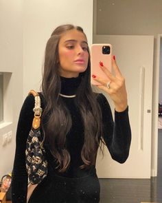 Selfies Poses, Hot Haircuts, Look Girl, Trending Haircuts, Girl Inspiration, Girls Makeup, Gorgeous Makeup, Fashion Stylist, Pretty Hairstyles