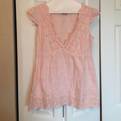 Roxy eyelet pink top. Size Med Light Pink ROXY eyelet top with cap sleeves.  Plunging neck line.  Country chic! Size Med Roxy Tops