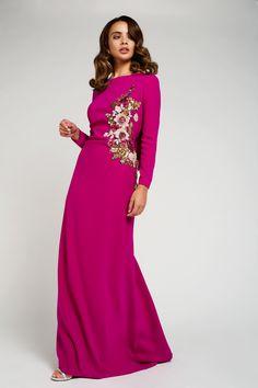 Vestidos de madrina para lucir radiante, especial, como tú eres. Con Matilde Cano serás la madrina más guapa, deslumbrante y única.