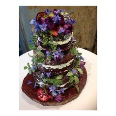 Another beautiful wedding on the weekend. Miss E  Mr E commissioned me to bake them a 3 tier couverture chocolate naked cake filled w homemade raspberry conserve made w local raspberries and vanilla buttercream made with handmade organic butter. Decorated with fresh fruits including figs, pomegranates and passionfruit, abundant flowers and foliage and presented on a tree slice.   #homemade #organic #local #artisan #weddingcake #brisbane #wedding   http://www.gillianbellcake.com.au