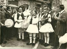 Γάμος στην ΑΡΑΧΩΒΑ με παραδοσιακές ενδυμασίες (1970). Αρχείο του ΓΕΩΡΓΙΟΥ και ΣΤΕΡΓΙΟΥ ΠΑΠΑΣΤΑΘΗ   Πηγή: http://e-hani.blogspot.com