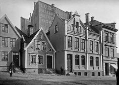 Kalmargaten  Bildet viser Kalmargaten 3 og 4 på begynnelsen av 1900-tallet. Foto: Olaf Andreas Svanøe – Universitetsmuseet i Bergen. Fotomuseum Bergen