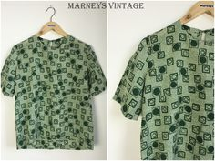 "Vintage 1950s Top - 50s Green Geometric Blouse - Short Sleeve - Pinup Rockabilly -  UK 10/12 - Small / Medium -  Bust 38"" - by Marneys on Etsy"