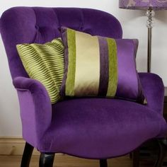 What Color Furniture Would Go With Purple Sofa? - What Color Furniture Would Go With Purple Sofa? and Decorating With The Color Purple Purple Home, Green And Purple, Dark Purple, Olive Green, Salons Violet, Lila Sofa, Purple Furniture, Furniture Chairs, Home Decor Ideas