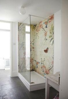J'aime bien les tuiles de la douche mais pour que ça soit beau ça prend un plancher foncé, des murs blancs et un plafond haut. NIGHTLIFE.CA