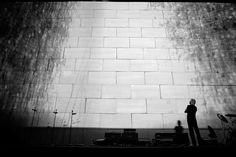 A maneira como dois pensadores enxergam os medos, angústias e alienações simbolizadas pelos muros  http://lounge.obviousmag.org/with_a_little_help_from_my_friends/2015/10/os-muros-de-sartre-a-roger-waters.html