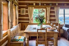 Prodej poloroubené chalupy :: Reality 1788 nicely done bench Cabin Design, House Design, Cosy Kitchen, Period Living, Simply Home, Western Homes, Cabin Interiors, Wooden House, Home Fashion