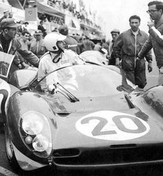24 Hours Le Mans Nino Vaccarella getting in. Taking over for Chris Amon. Mauro Forghieri on the right giving advice. They drove a Ferrari 330 Spyder powered by a 244 cubic inch Sports Car Racing, Racing Team, Sport Cars, Road Racing, Auto Racing, 24 Hours Le Mans, Le Mans 24, Amon, My Dream Car