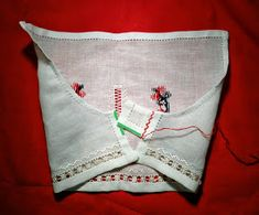 Nu-i asa ca e buna? A fost un week-end atat de frumos, sunt convinsa ca toata lumea si-a incarcat bateriile si acum ne pute. Sewing Lessons, Embroidery Patterns Free, Bohemian Style, Christmas Stockings, Free Pattern, Projects To Try, Cross Stitch, Reusable Tote Bags, Traditional