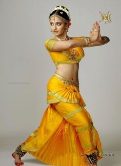 Classical Dancer's costume for a Indian film Beautiful Bollywood Actress, Beautiful Indian Actress, La Bayadere, Indian Classical Dance, Anushka Photos, Dance Poses, Indian Beauty Saree, Dance Photography, India Beauty