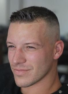 Fetish hairdresser - New Popular Pins Military Fade Haircut, Military Haircuts Men, Short Fade Haircut, High And Tight Haircut, Flat Top Haircut, Haircuts For Men, Short Hair Cuts, Military Men, Hairstyle Short