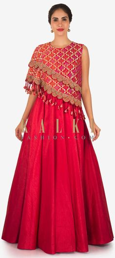 Rani pink anarkali gown with fancy bodice highlighted in lace and tassel only on Kalki Indian Designer Outfits, Indian Outfits, Designer Dresses, Party Wear Dresses, Dress Outfits, Fashion Dresses, Wedding Dresses, Bridal Outfits, Indian Gowns Dresses