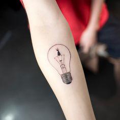 @ilwolhongdam  bulb  #bulbtattoo #blacktattoo #tattoo #tattoos #ink #hongdam #tattooisthongdam #전구타투 #블랙타투 #타투 #홍담 #타투이스트홍담