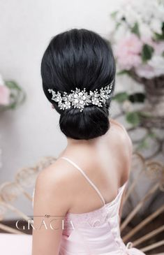Ornate Bridal Hair Accessories: Crystal Vintage-Inspired Accents for Your Bridal Appearance #topgraciawedding #bridal #hair #accessories #crystal #vintage #bridalhair