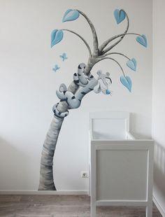 Muurschildering Tijgertje in een fantasie boom door BIM Muurschildering. Tigger in a tree, Winnie the Pooh mural painting