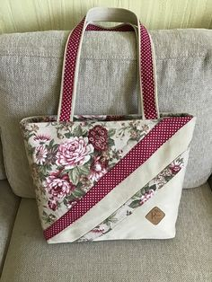 Handtaschen, The Effective Pictures We Offer You About DIY Purse box A quality picture Sacs Tote Bags, Quilted Tote Bags, Denim Tote Bags, Patchwork Bags, Quilted Handbags, Patchwork Quilting, Diy Bags Purses, Diy Purse, Tote Pattern