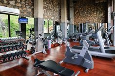 Stay in shape during your holidays with our fully equipped gym carved directly into the cliff side, offering great views of the ocean below. #semarauluwatu #bali