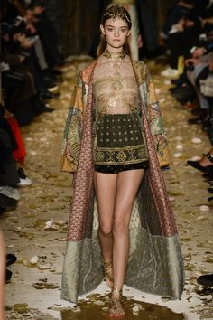 Valentino Spring 2016 Couture Fashion Show - Willow Hand (OUI)