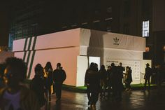 Agency has been tasked by sportswear brand Adidas to celebrate the return of its Stan Smith tennis trainer with a pop-up shop in Spitalfields, London. Stan Smith Tennis, Adidas Stan Smith, Pop Up, Tennis Trainer, Design Museum, Retail Design, Stores, Shoe Box, Adidas Originals
