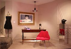 Flashbacks to the '80s can be tough to pull off, especially when it comes to interior design. But I am strangely drawn to this photo of Fenton/Fallon's new jewelry showroom in NYC. The line's designer, Dana Lorenz, was inspired by the townhouse inhabited by Sigourney Weaver's character in Working Girl, complete with a Patrick Nagel lithograph and lip-smacking chair. Is it working for you?