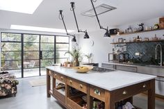 Kitchen goals in a London location home (Desire To Inspire) London Location, External Doors, Log Cabin Homes, Interior Lighting, Interior Design Kitchen, Decoration, Home Kitchens, Kitchen Dining, Sweet Home