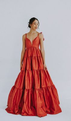 2020 is the year of modern weddings and these colorful dresses are perfect for that alternative bride. We've found the best non-white wedding dresses in shades from blush to gold to black. Pretty Dresses, Beautiful Dresses, Looks Party, Belle Silhouette, Wedding Dress Pictures, Colored Wedding Dresses, Looks Style, The Dress, Dream Dress