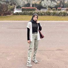 Modern Hijab Fashion, Street Hijab Fashion, Hijab Fashion Inspiration, Muslim Fashion, Casual Hijab Outfit, Ootd Hijab, Hijab Chic, Casual Outfits, Teen Fashion Outfits