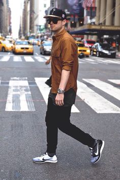 The color of the shirt is tight. The flyknits are perfect. Mens Fashion 2018, Men Fashion Show, Nike Fashion, Sneakers Fashion, Men's Fashion, Street Fashion, Fashion Ideas, Fashion Inspiration, Casual Look
