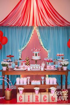 circo like the ceiling, and curtains, and lights :) Vintage Circus Party, Circus Carnival Party, Circus Theme Party, Carnival Birthday Parties, Carnival Themes, Birthday Party Themes, Birthday Ideas, Dumbo Birthday Party, Circus Birthday