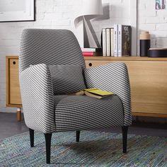 DABORN, Lignes épurées, formes classiques et contemporaines se combinent pour donner naissance à un fauteuil aussi élégant que confortable.