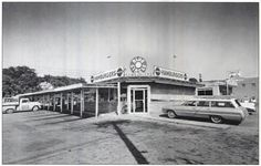 historic north knoxville blue circle drive in north broadway. I liked the one on Chapman Hwy. Tennessee Girls, East Tennessee, Morristown Tennessee, Tennessee Valley Authority, Drive In Movie Theater, Smoky Mountains Cabins, Broadway, Tri Cities, Old Pictures