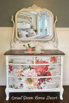 Shabby chic farmhouse dresser 25 Perfect Modern Decor Ideas To Update Your Room – Shabby chic farmhouse dresser Source 50 Awesome Shabby Chic Furniture Plans You Can Do Yourself For Your Home Shabby Chic Living Room, Shabby Chic Interiors, Shabby Chic Bedrooms, Shabby Chic Homes, Shabby Chic Style, Shabby Chic Furniture, Shabby Chic Decor, Bedroom Furniture, Rustic Decor