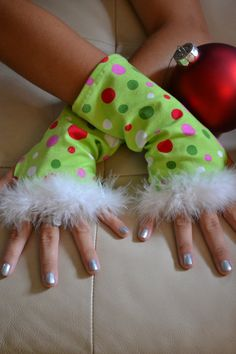 Whoville Christmas Arm Warmers by SecrettSerendipity on Etsy Grinch Party, Le Grinch, Grinch Christmas Party, Etsy Christmas, Christmas Costumes, Christmas Holidays, Grinch Stuff, Christmas Scenes, Holiday Fun