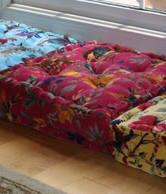 These stylish, velvet tropical floor cushions are an attractive accent for any home and make great guest seating. Colourful Cushions, Tropical Seat Cushions, Red Room Decor, Coffee Room, Living Room Tv Unit Designs, Diy Crafts How To Make, Relaxation Room, Floor Seating, Vintage Interiors